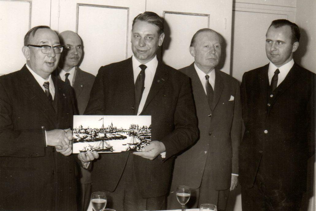 30.11.1968: offizieller Empfang nach der Unterzeichnung der Charta der Freundschaft im Rathaus von Montargis (Foto Michel Dury)